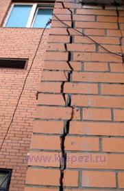 Трещина на фасаде