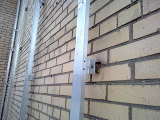 Сэкономили на монтаже фасада